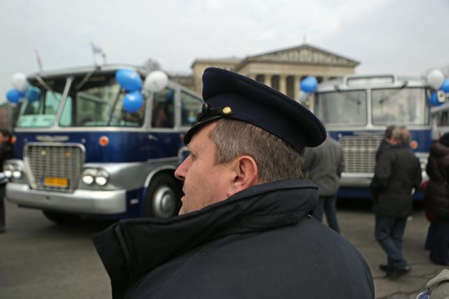 100 �ves a budapesti buszk�zleked�s